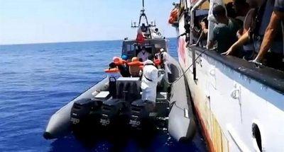 Más de 500 migrantes permanecen bloqueados en el mar por los puertos cerrados