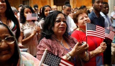 ¿Qué es la regla «de carga pública», a quiénes afecta y cómo no arriesgar la residencia en EE.UU.?