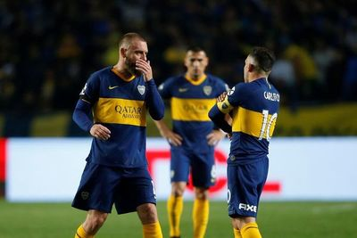 Sorpresiva eliminación de Boca y amargo debut