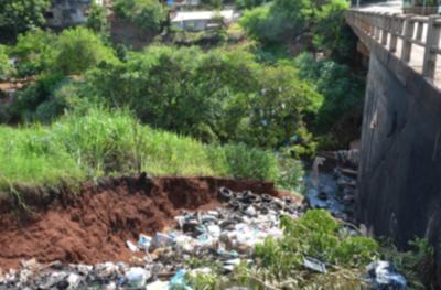 Dos municipios limpiarán el atracadero repleto de basura
