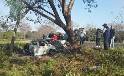 Joven muere calcinada tras accidente