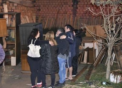 Incendio consume depósito de mueblería en Luque