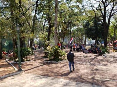 Campesinos copan plaza Uruguaya para pedir juicio político a Marito