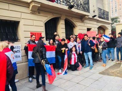 Paraguayos en Argentina también piden juicio político