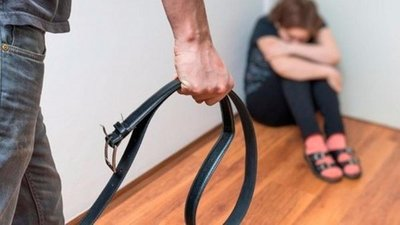 Cintarazos contra el suicidio generan una feroz polémica