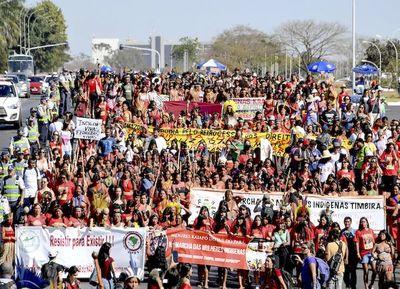 Brasilia: Campesinas e indígenas marchan contra J. Bolsonaro