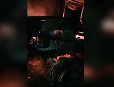 Caazapá: Desconocidos irrumpen en estancia y queman tractor