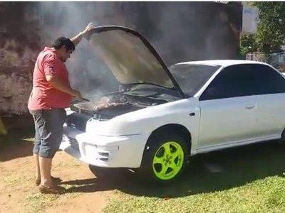 Convirtió su Subaru en parrilla y es furor