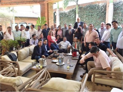 Colorados cierran la posibilidad de un juicio político a Mario Abdo y a Velázquez