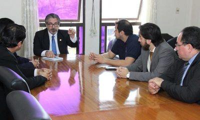Prieto se reúne con juez Isidro «Cacho» González