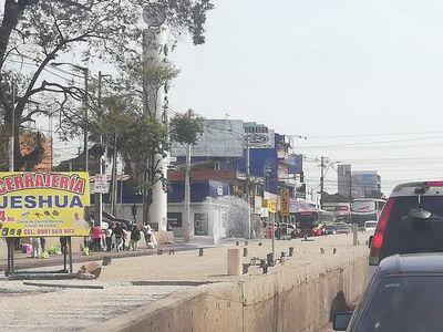 """Caño es """"fuente de agua"""" en zona del metrobús"""