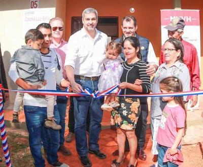 Nuevas condiciones de vida a familias de Guayaibí mediante entrega de viviendas