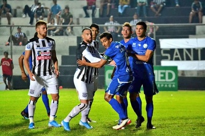 Deportivo Santaní y Sol de América empatan en el J. J. Vázquez