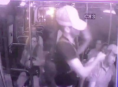 Ladrones asaltan dentro de un colectivo de la Línea 21