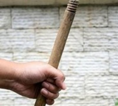 Investigan agresión con palo contra niño de un año