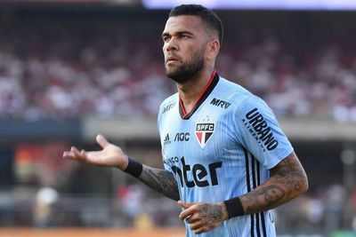 Dani Alves le da la victoria al Sao Paulo