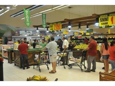 Consultora observa caída de hasta 8,3% del consumo en el semestre