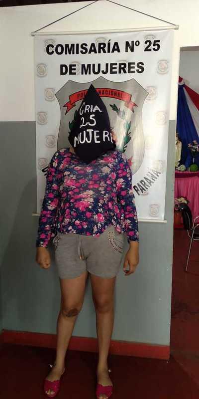 Detienen a embarazada y su pareja acusados de robar prendas de vestir de una boutique