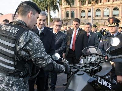 EBY entrega 200 motocicletas al Grupo Lince