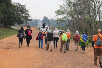 """Peregrinantes del """"Camino de las Misiones"""" iniciaron travesía en Paraguay"""