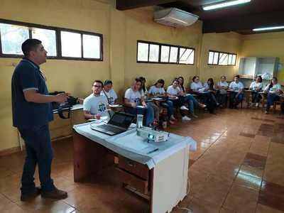 """Capacitan a agentes para la campaña """"CDE Te Quiero Limpia"""""""
