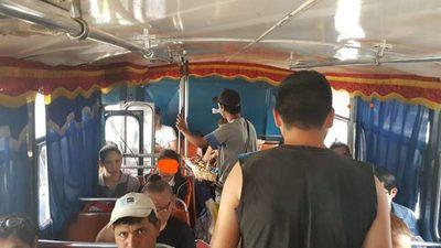 Proponen prohibir que vendedores informales suban en buses de internos de pasajeros