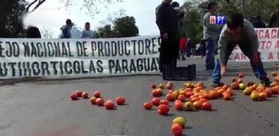 Productores de tomate cierran ruta por tiempo indefinido