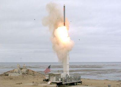 """Defensa prueba misil de """"medio alcance"""""""
