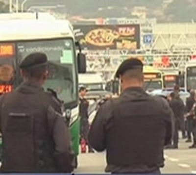 Hombre Secuestra autobús lleno de pasajeros en Río de Janeiro