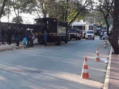 Policía refuerza seguridad en inmediaciones del Congreso