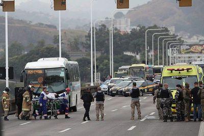 Hombre armado mantuvo 16 rehenes en autobús de Rio de Janeiro