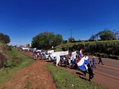 Productores frutihortícolas cierran ruta en Itapúa