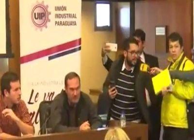 UIP se defendió en medio de incidentes con periodista