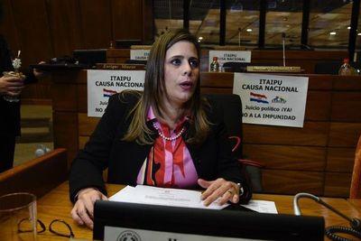 Kattya pide unión de la oposición para replantear juicio político