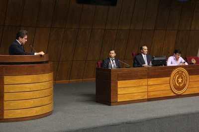 Acta entreguista: Castiglioni tira la pelota al embajador, y en Congreso vislumbran su virtual expulsión