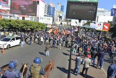 Denuncian a intendente por acompañar pedido de evitar manifestaciones en el centro esteño