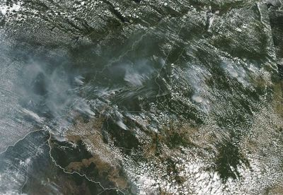 Bolsonaro insinúa que las ONG son responsables de incendios en la Amazonía