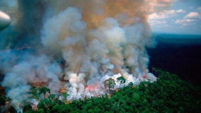 """Se incendia el Amazonas mientras Bolsonaro se burla y asegura que son """"datos falsos"""""""