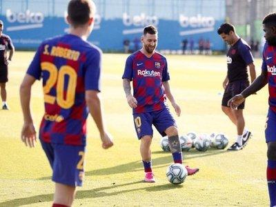 Messi se entrena ya con sus compañeros