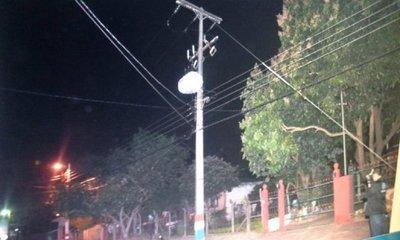 Hombre muere electrocutado al manipular un cable suelto de la ANDE