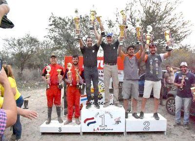 Huber-Osorio en lo alto del podio en 4x4