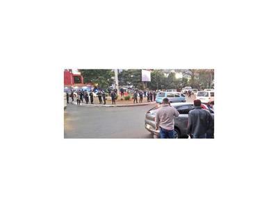 CDE: Detienen a manifestantes que reclamaban juicio político