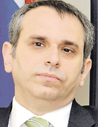 Kriskovich condiciona para desistir de demanda civil