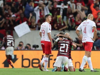 Flamengo se acerca a las semis