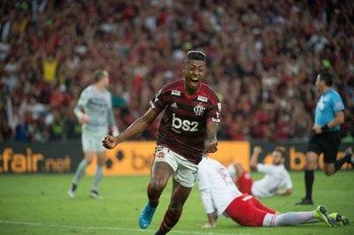 Flamengo ganó a Internacional y pone un pie en 'semis'