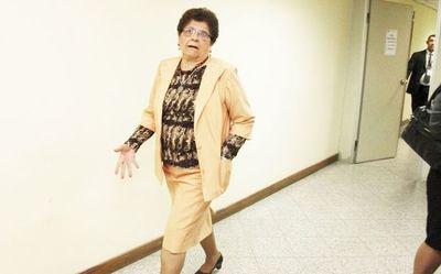 Anulan condena a defensora general suspendida Noyme Yore