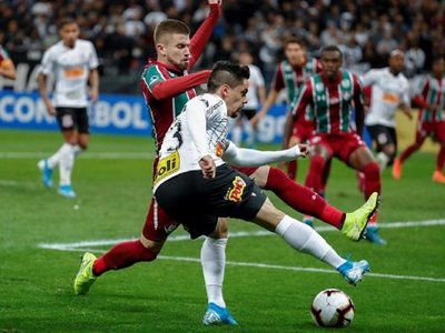 Corinthians cede un empate y definirá al semifinalista en el Maracaná