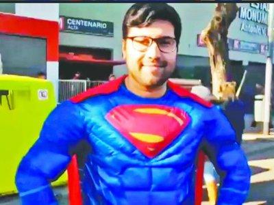 Hasta Superman apoyó al Ciclón en Argentina