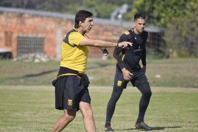 Gustavo Costas tiene en la mira el choque ante San Lorenzo