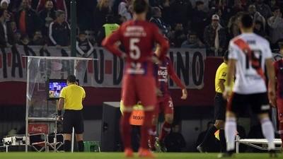 [Audio] El supuesto audio del VAR que confirma el penal a favor de River Plate